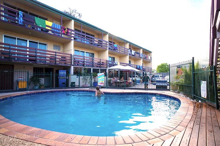 Airlie Beach YHA - Pool (9).jpg