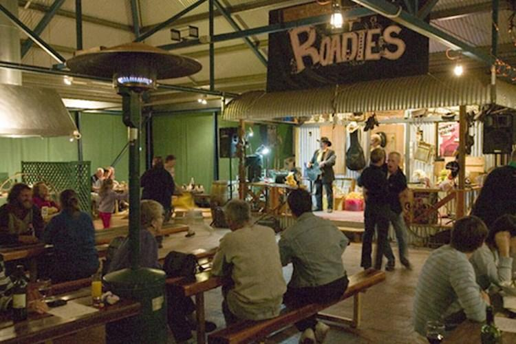 Kings Canyon YHA Backpacker Hostel - Roadies Show
