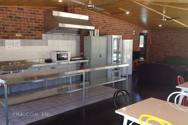 Albury-Motor-Village-YHA_Kitchen_YHA.jpg